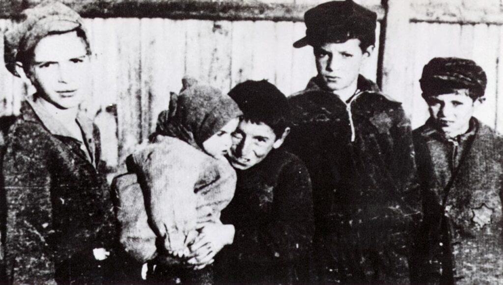 Children of the Warsaw Ghetto. Stanford University.