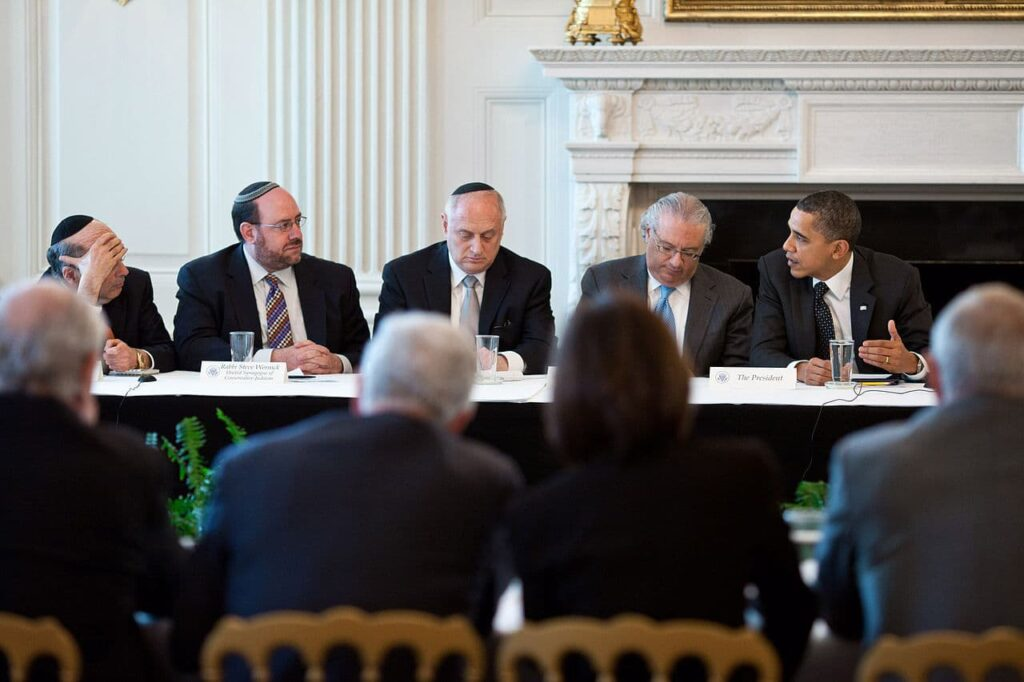 Hoenlein meets with U.S. President Barack Obama, (Hoenlein is sitting in the middle with his head lowered)