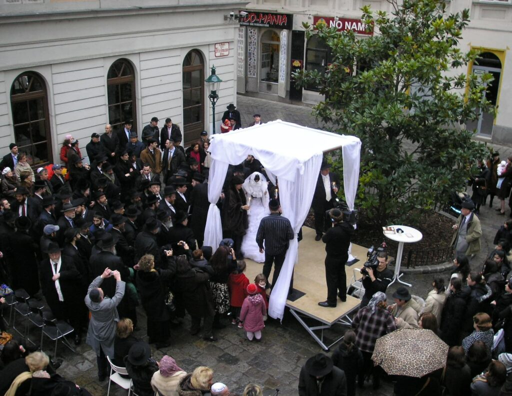 Orthodox Jewish wedding with chupah in Vienna's first district, close to Judengasse. 2007. CC.